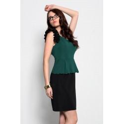 3920-3 Sukienka baskinka z ozdobnymi falbankami - zielony
