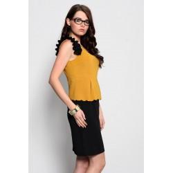 3920-1 Sukienka baskinka z ozdobnymi falbankami - musztardowy